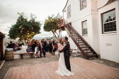Laid-Back-Annapolis-Wedding-That-Doesnt-Skimp-Pretty-30-600x400